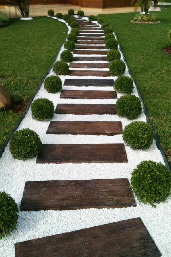 Wood Garden Path in White Stones